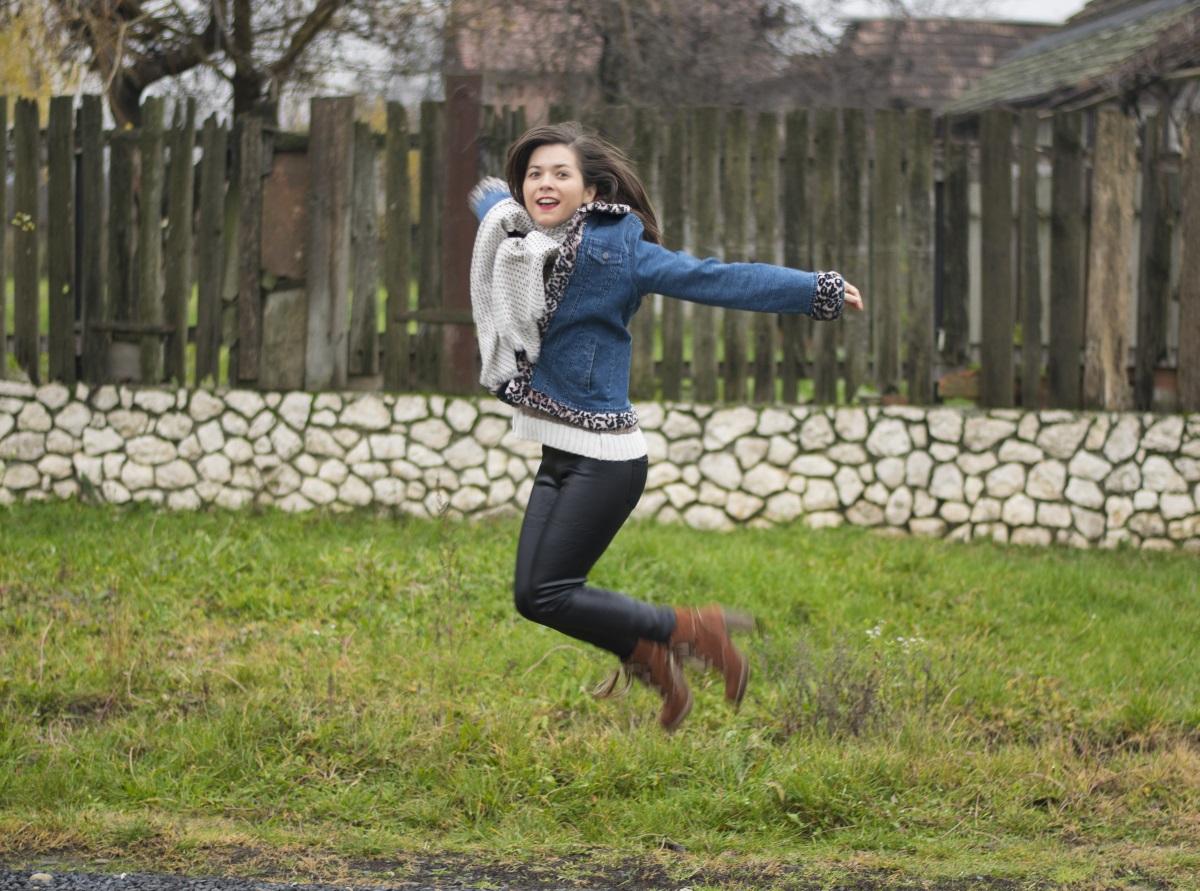 jumping-ana
